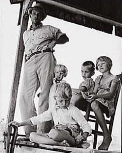 Aparcero de algodón con la familia cerca de Cleveland, Mississippi